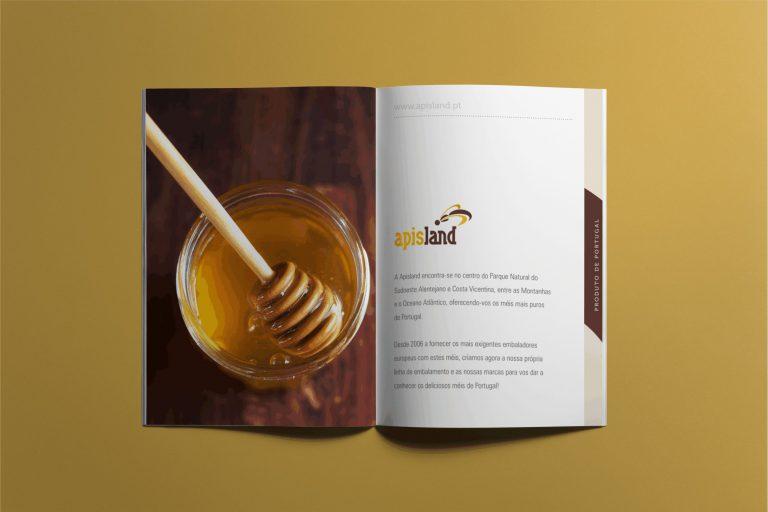 Interior da brochura para a Apisland