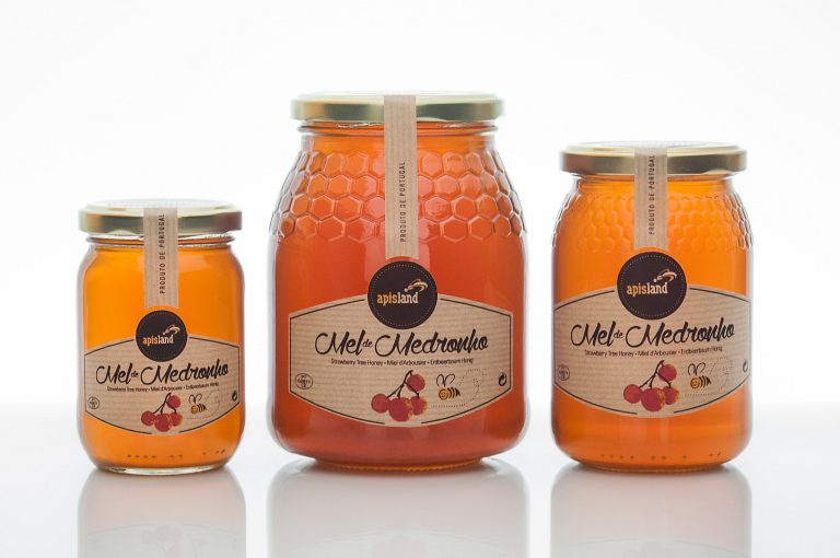Rótulos de frascos de mel de medronho para a Apisland