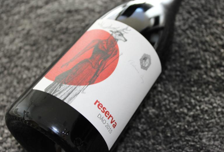 Rótulo de garrafa de vinho reserva de Belmira Cruz
