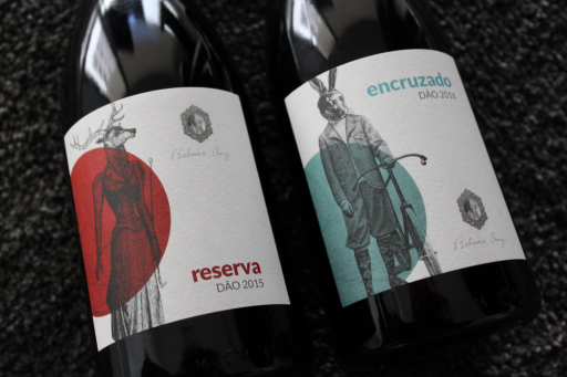 Design de rótulos de garrafa de vinho de Belmira Cruz