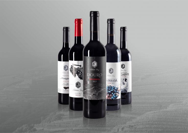 Design de rótulos de garrafas de vinho Belmira Cruz